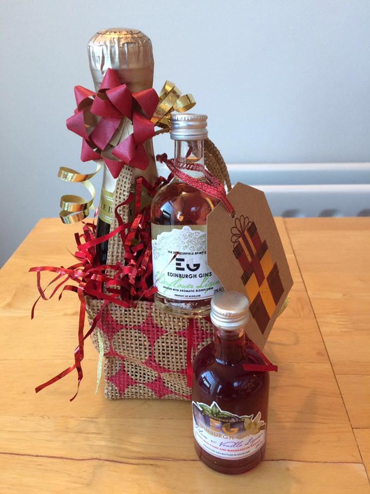 Zoom & Edinburgh Gin Liqueur and Prosecco Gift Set - www.elliescellar.co.uk
